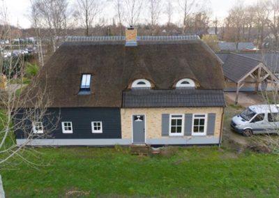 Nieuwbouw woonboerderij met garage en carport